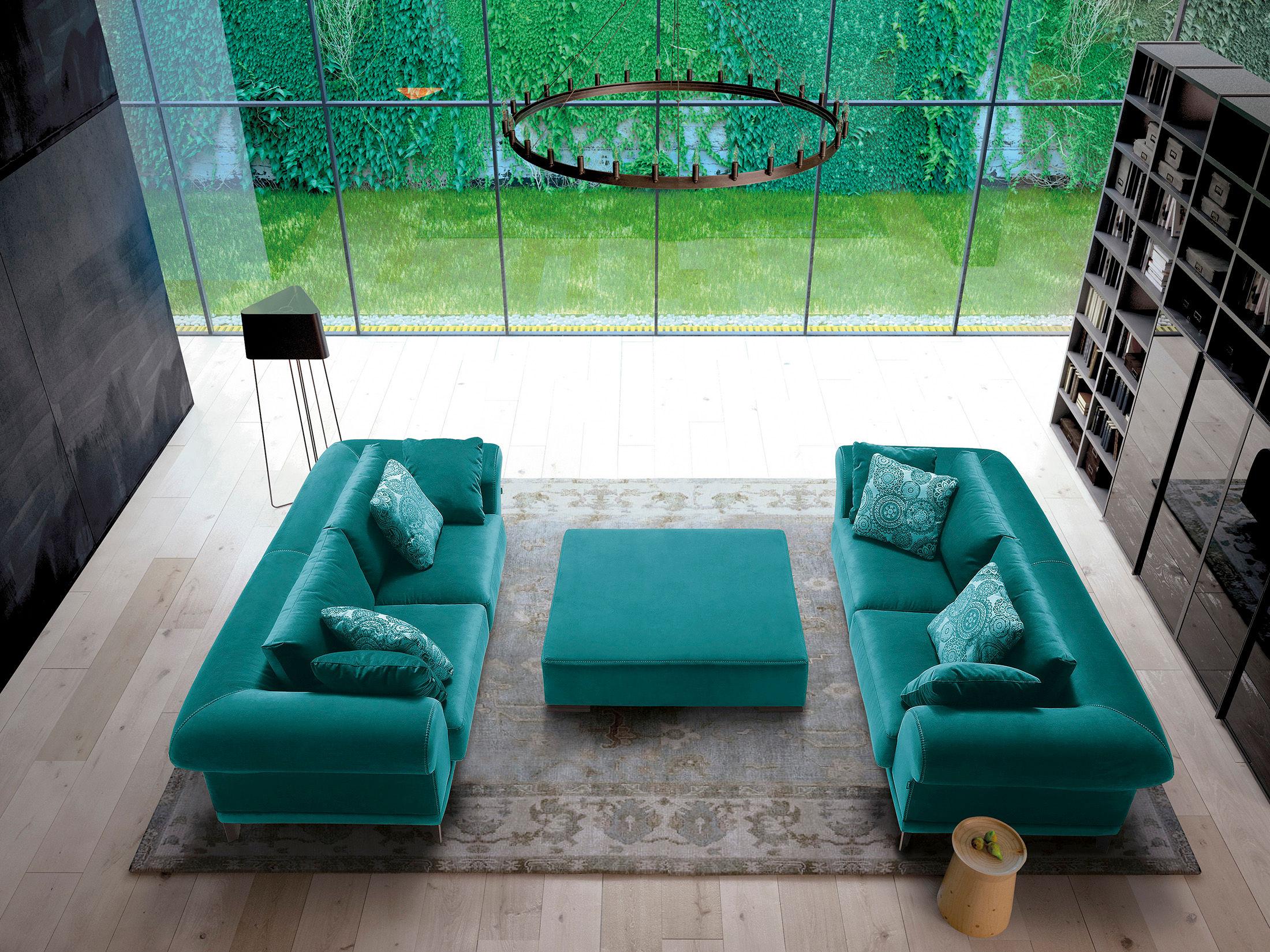 x-default architektur, wohnung, loft, wohnen, modern, design, wohnzimmer, sofa, couch, tisch, teppich, kissen, buch, bücher, parkett, holz, lampe, panorama, fenster, glas, grün, pflanzen, oase, apartment, kronleuchter, neu, luxus, licht, zimmer, interior, atmosphäre, efeu, kletterpflanzen, schrank, regal, außergewöhnlich